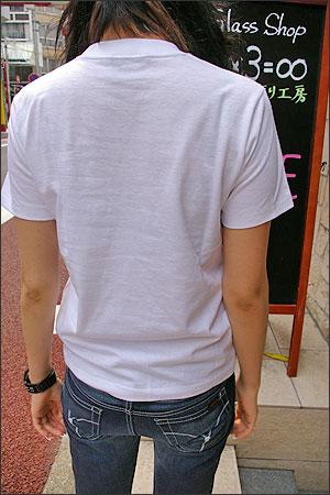 和柄Tシャツ【椿】女性着用写真
